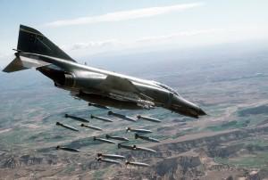 L'avion des Blue Angels et des Thunderbirds, patrouilles acrobatiques