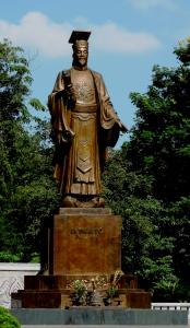 LY dynastie [968-1009], capitale Hoa Lu, centre touristique Ninh Binh. En 1010, la capitale fut déplacée à Thang Long, actuelle Hanoi
