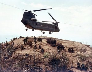 BOEI?H CH-47 - CHINOOK