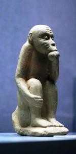 dynastie-ly-pierre-de-sable-singe-pensant