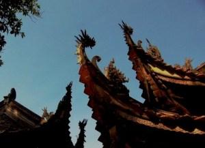 Légende et symbole du phénix s'envolant dans l'architecture et les arts asiatiques