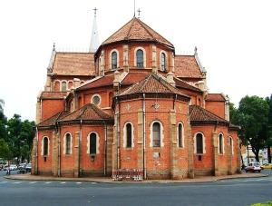 L'arrière néo-roman de la cathédrale