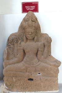 sculpture-cham-vishnu-phongle-museum-danang-saigoncityguide